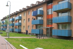 Balkone blaue Fassade