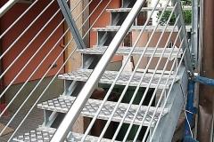 Treppe_mit_Geländer